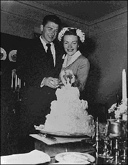 Newleyweds Ronald and Nancy Reagan
