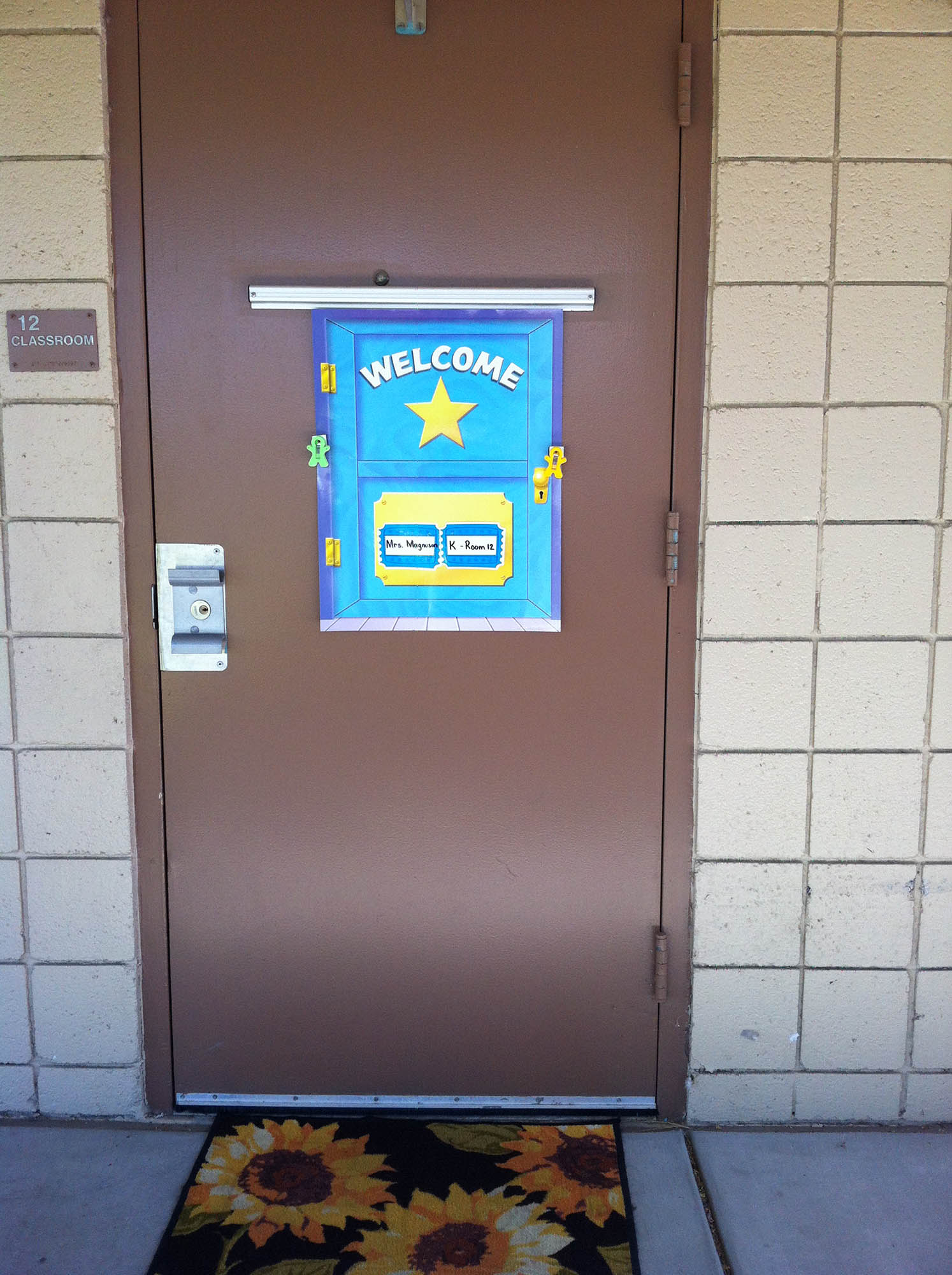 Classroom Visitor Ideas ~ Classroom decorating tips for the frugal teacher scholastic