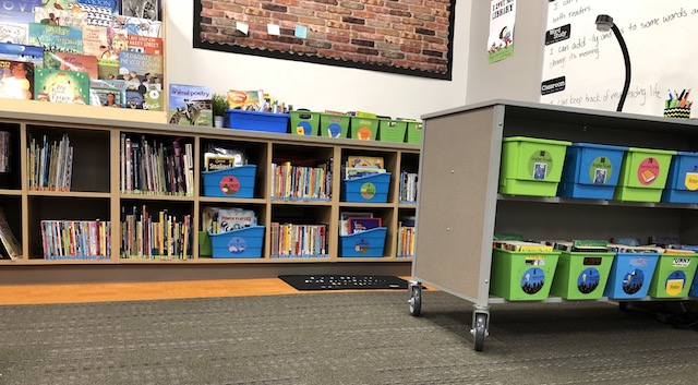 Enjoyable How To Build A Workable Classroom Library Scholastic Home Interior And Landscaping Spoatsignezvosmurscom