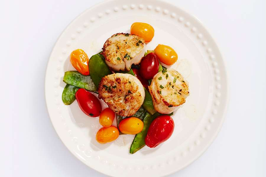 Scallops with Snow Peas & Tomatoes