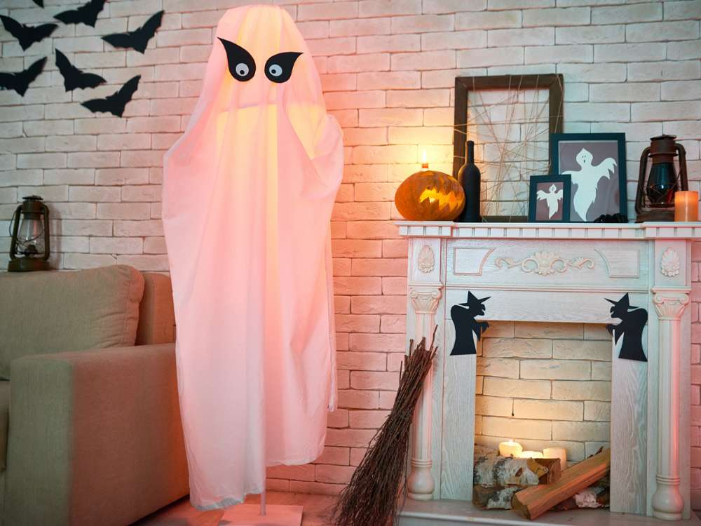 Halloween Decoration: Hanging Ghost