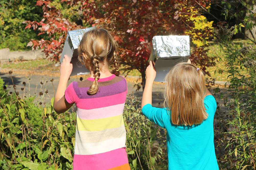 Make a Solar Eclipse Viewer...From a Shoebox!